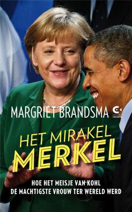Het mirakel Merkel  Het mirakel Merkel Hoe het meisje van Kohl de machtigste vrouw ter wereld werd De politieke carrière van Angela Merkel boezemt ontzag in. Minister onder Helmut Kohl een aantal jaren later werd ze leider van de CDU. En sinds 2005 is ze de eerste vrouwelijke bondskanselier van Duitsland. Maar wie is eigenlijk Angela Merkel? Wie is die vrouw met de hangende mondhoeken die volgens ingewijden een groot gevoel voor humor heeft? Heeft het feit dat ze opgegroeid is in de DDR…