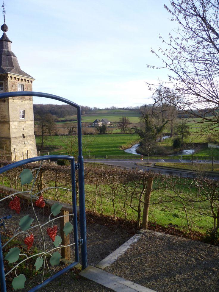2013-12-31 Vanaf kasteel Neercanne kijk je op het mooie riviertje de Jeker