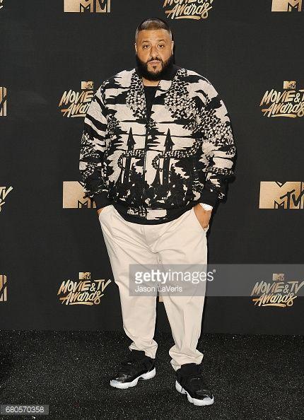 Fotografia de notícias : DJ Khaled poses in the press room at the 2017 MTV...