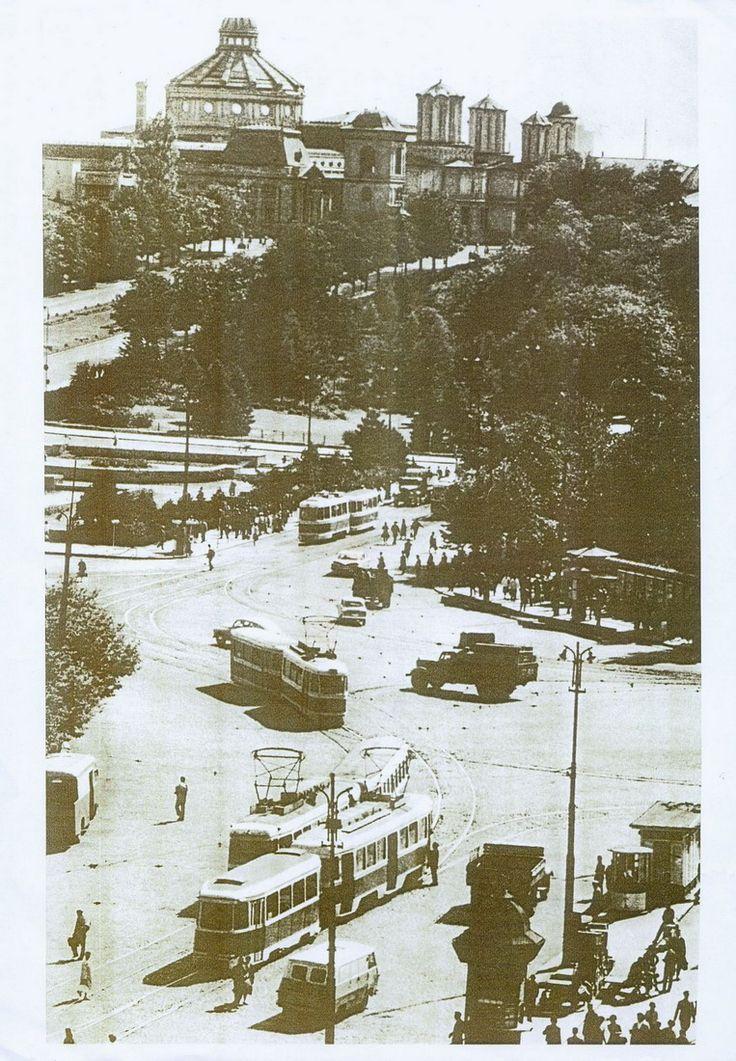 Piata Unirii 1964, spre Mitropolie..jpg
