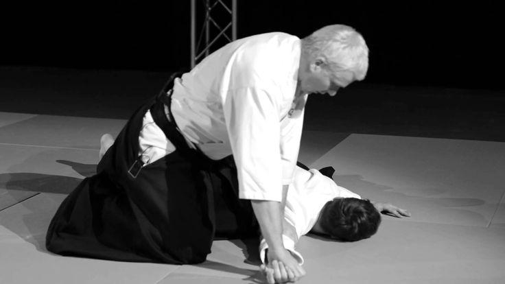 Beginnerscursus SJOK Les 2 - Ikkyo  Ikkyo is de eerste oefening van een serie van vijf klem/controle technieken. De manier waarop de partner uit balans wordt gebracht is de basis van alle technieken. Alle technieken beginnen hier, en keren hier ook naar terug.
