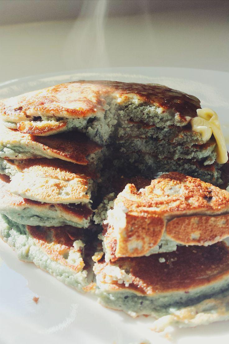 Pancakes aux bleuets à la farine de noix de coco - sans sucre, sans gluten, LCHF, végé, paléo - Bibitte à Bouffe