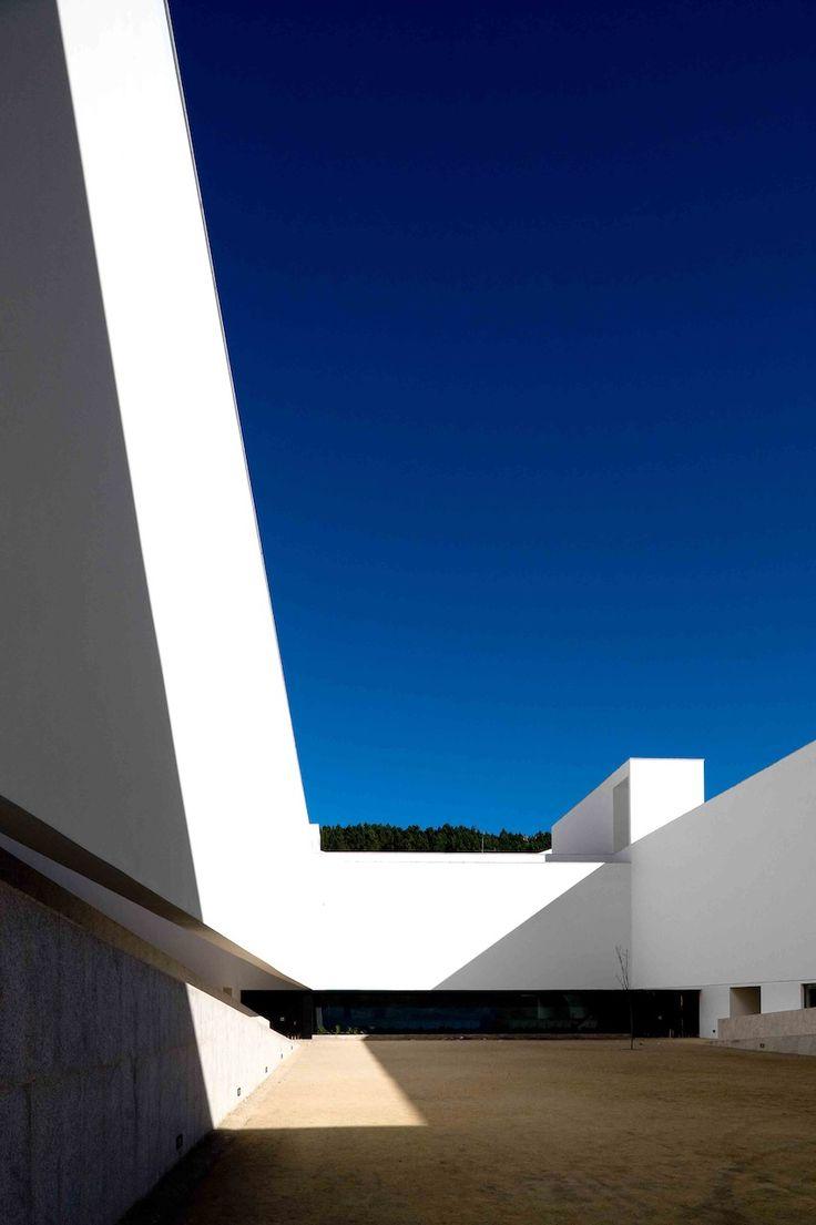 Galeria - Igreja de Santo António e Centro Social de São Bartolomeu / Carrilho da Graça Arquitectos - 19