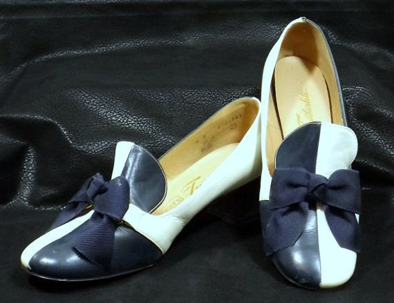 SEARS FEATHERLITE Navy Blue and White Pumps Size 6B by katscache. Explore more products on http://katscache.etsy.com
