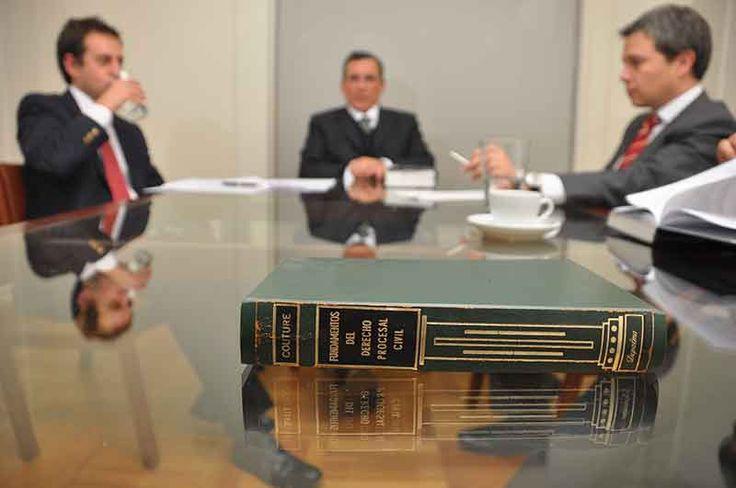 Cómo se vulnera la dignidad de la profesión de abogados