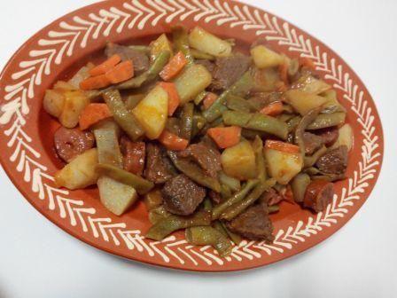 Jardineira de vitela na yammi é uma deliciosa jardineira com carne de vitela e feijão verde. É uma refeição simples e prática de se confeccionar. Ótima.