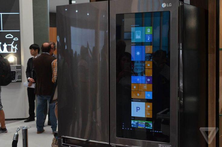 """LG представили на IFA 2016«умный» холодильник с Windows 10 на борту. Он оснащён полупрозрачным сенсорным дисплеем 29"""", процессором Intel Atom и 2 ГБ оперативной памяти. На бытовом приборе предустановлен набор фирменных Windows 10-приложений, которые позволяют выполнять широкий спектр задач — создавать списки продуктов, ставить таймеры, создавать рецепты или заметки с различной полезной информацией."""