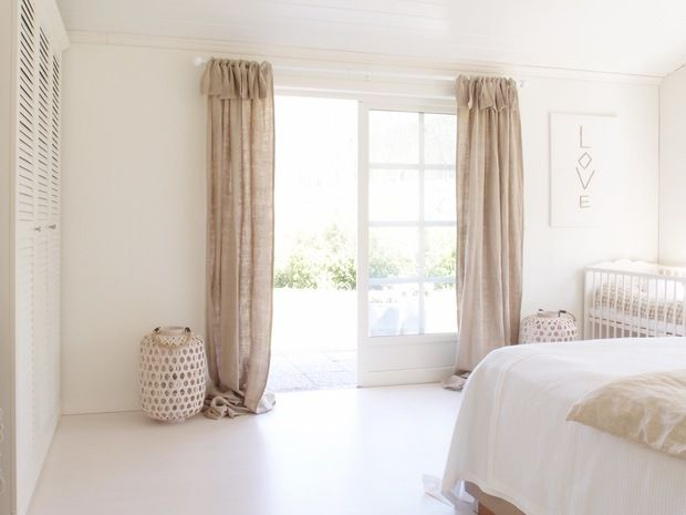 Casa juguetona en Kvinnherad - lindas cortinas rusticas arpillera