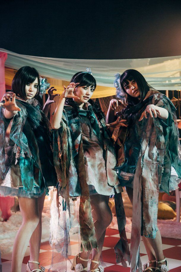 Mayu Watanabe and Milk Planet get Zombiefied for AKB48′s Sailor Zombie (3)