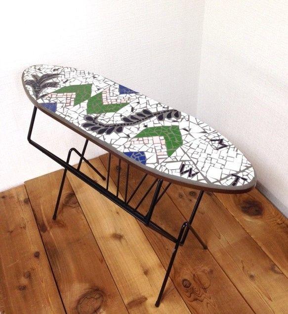 カリフォルニア風デザインのタイルトップサイドテーブル モザイクタイルマガジンラック アメリカンファニチャー タイル家具 テーブル・机 Mosaic Tile Works ハンドメイド通販・販売のCreema