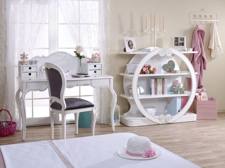 Zarafet desen onda, asalet desen onda! Saraylara yakışır en şık  mobilyalar senin odanda... Oval kitaplığı, zarif çalışma masası, gösterişli  karyola başıyla bu oda gerçekten çok farklı, çok havalı!