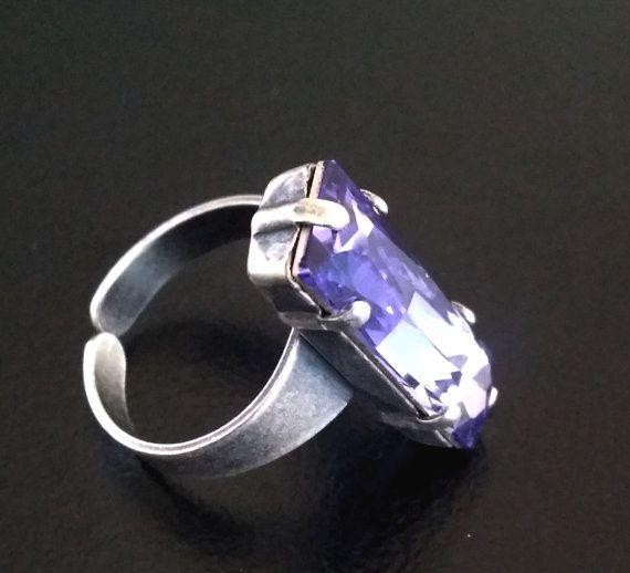 Antique gummental ring with swarovski fancy stone by BYTWINS, €45.00