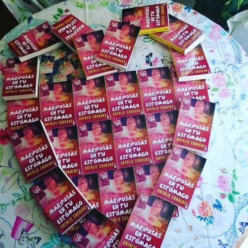 ¡Os deseo un maravilloso día a todas las mamás del mundo!  #mothersday #díadelamadre #mamás #heart #butterflies #MariposasEnTuEstómago #mariposasentuestomago #Zarahome #mantel #regalosespeciales #horadeleer #timetoread #teaandbooks #lovelyday #mybook #clickediciones #Booket #granate #rosa #Pink #blogs