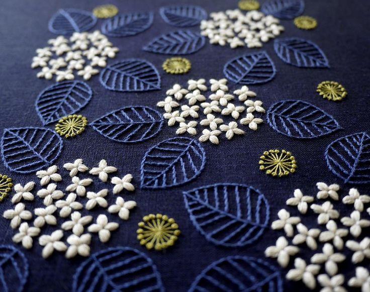 いいね!8,073件、コメント38件 ― YUMIKO HIGUCHIさん(@yumikohiguchi)のInstagramアカウント: 「ミセス6月号連載中です 今月のミセス連載は、「紫陽花」。 今回は紫陽花の花びらを刺繍しましたが、 実は花びらだと思っていたものがガクの変形した「装飾花」なるものだと編集者さんに教わりました。…」