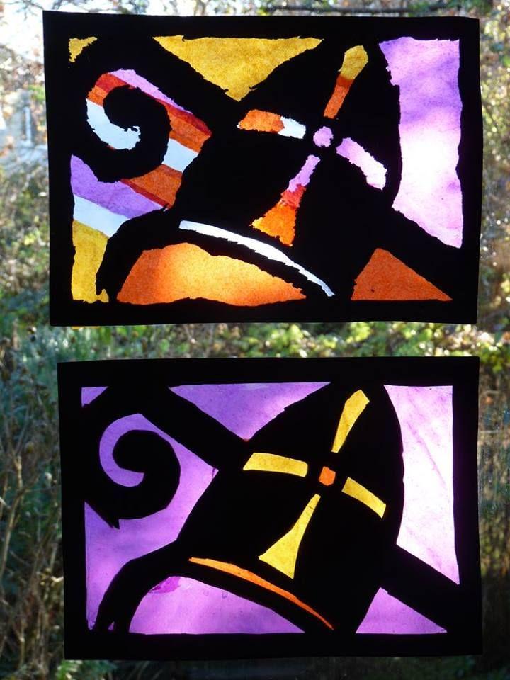 Mijter vd Sint (waterverf ? kalkpapier? zijdepapier?)met een alcoholstift op mica (transparant plastiek) tekenen en de overblijvende vlakken met ecoline beschilderen. Als je minder vlekken wilt, moet je wel eerst je mica ontvetten. ??
