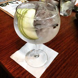 """Dutch Courage Officers' Mess - Fortitude Valley Queensland, Australia. """"Dry fly"""" Spanish-style gin tonica"""