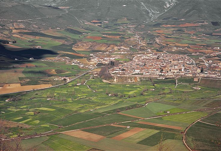 La città sabina di Norcia, Patria di San Benedetto e nota per la sua profonda spiritualità, si trova nella parte più montuosa ed incontaminata dell'Umbria, nell'area del Parco Nazionale dei Monti Sibillini, in Valnerina, sul margine meridionale del grandioso Piano di Santa Scolastica, splendido esempio di paesaggio agrario italiano.