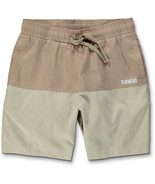 Simple with a two tone khaki colorway, the Diamond Supply Co. Speedway Khaki Hybrid Board Shorts have an adjustable drawstring, two front slash pockets, and one welt back pocket. A basic configuration with enough style to keep you looking clean cut while
