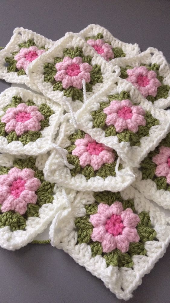 50 Crochet Granny Square With Flower Centre In Cream Green And Pink Stunning  | eBay