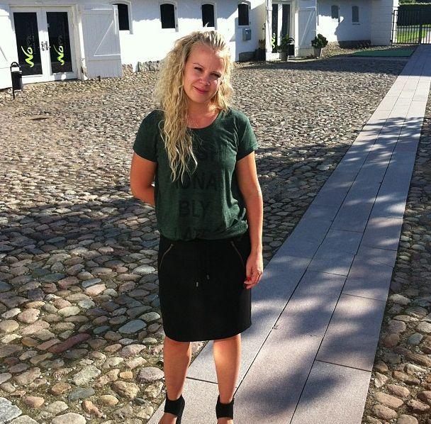 Louise i cathleen nederdel og casser tee efter weekendens strabadser ;-)