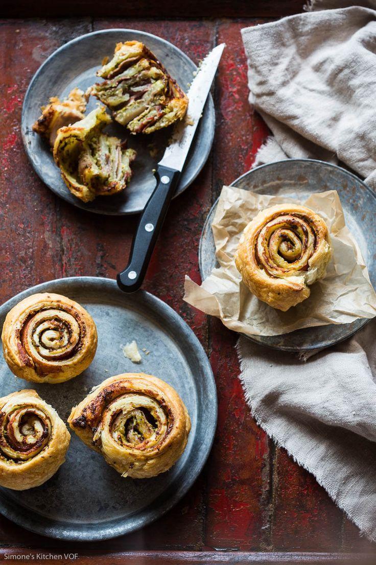 Heerlijke hartige muffins van bladerdeeg gevuld met pesto en rauwe ham. Supersimpel maar o zo lekker! Dudefood dinsdag: Dudes willen geen zoete broodjes bakken http://simoneskitchen.nl/dudefood-dinsdag-dudes-willen-geen-zoete-broodjes-bakken/