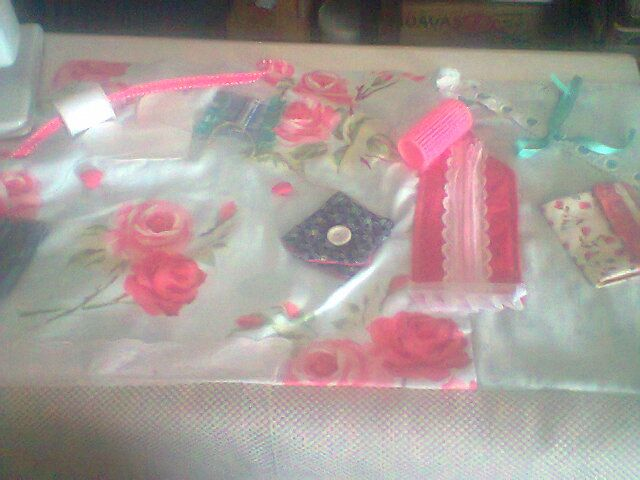 This fidget blanket, or rectangular pillow is almost finished and is a real beaut! I love the rose print and the colour tones are just so soothing, while a touch of hot pink here and there attract the eye.