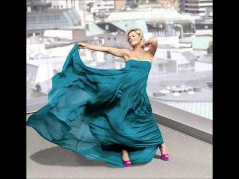 Video über eine Mini-Single-CD mit einem Happy New Year-Song. Besuchen Sie die Site http://www.ahappynewyear.jimdo.com Die CD eignet sich bestens als kleines...