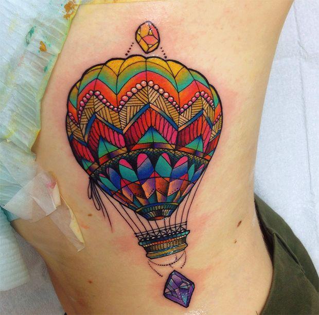 neotradicional tattoo Katie Shocrylas - inspiração na psicodelia, aquarelas, realismo, abusando de cores balão