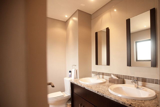 Espirit Executive Apartment & Hotel Bathroom.    http://www.eahs.co.za/establishments/esprit#