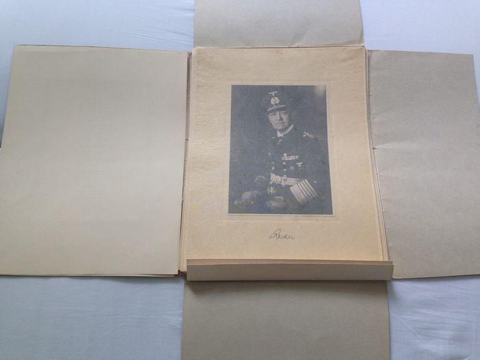 Online veilinghuis Catawiki: Unieke originele map met staatsieportretten van de Duitse maarschalken - WO2