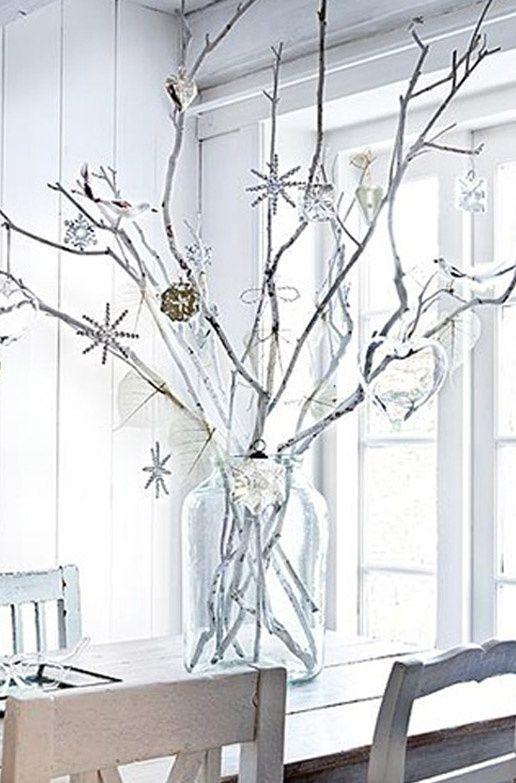 Minimalistické biele vianočné dekorácie | Living Styles