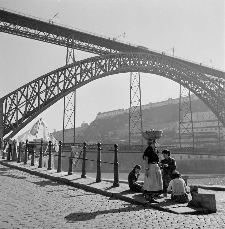 Porto, 1950 by Artur Pastor