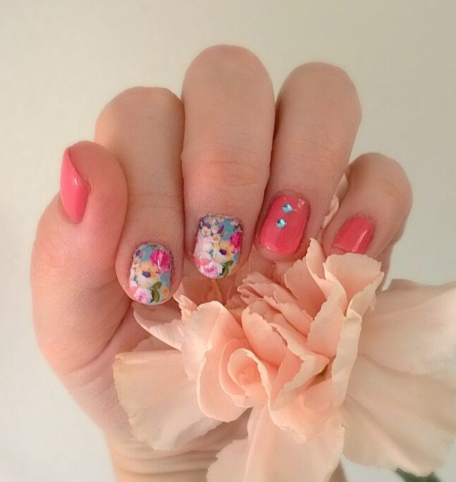 Flowery gel manicure by #sensationail #coralsunset. Water decals from #Milv