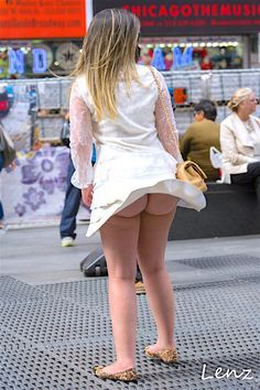 Voyeur upskirt in new york breeze