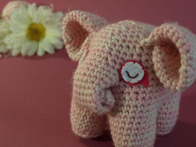 Elephant Ears Knitting Pattern : 1000+ ideas about Crochet Elephant on Pinterest Elephant Pattern, Crochetin...