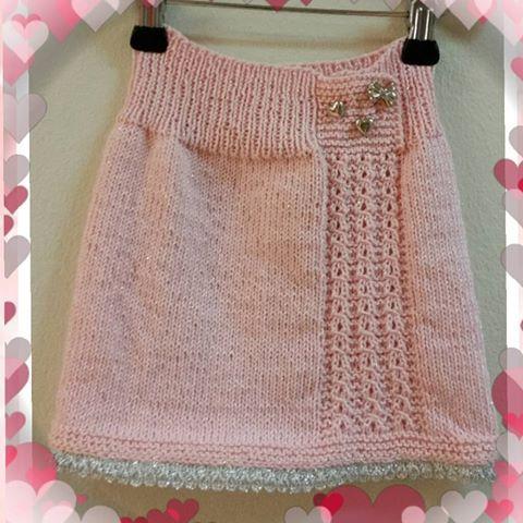 Ett lite skjørt #spøt #strikktiljente #strikking #strikketavmariann #strikk #knit #knitting_inspiration #knitting #handmade #himalaga #håndlaget #skjørt