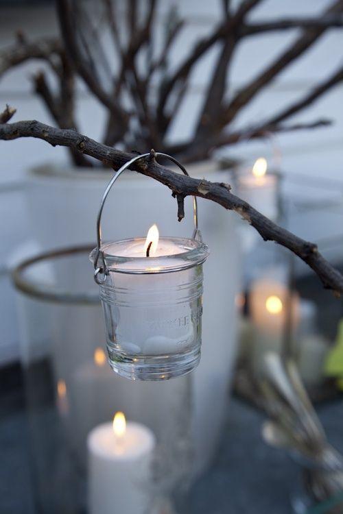 Sadepäivään tunnelmaa kynttilöistä.