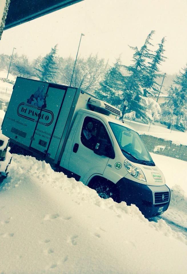 Uno dei nostri furgoni fronteggia la nevicata