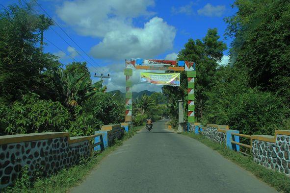 Gerbang Desa Rade