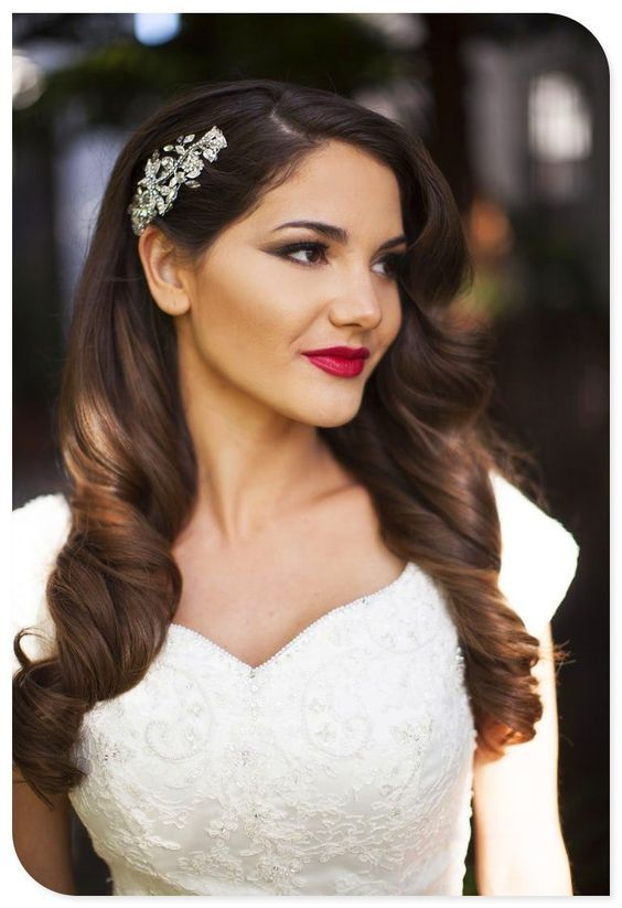 From foiled eyeshadowto bold red lips, these brides took glamour to the next level on their big day! We've rounded up 20 of our favorite glamorous bridal looks to bring you some wedding day inspiration! Enjoy! . . . . . . . . . . . . . . . . . . .…