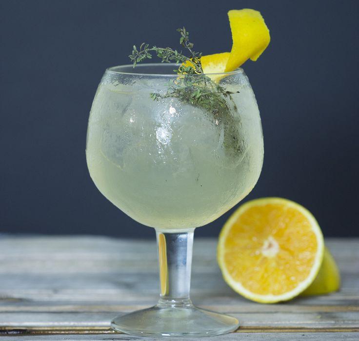 Espumante Casa Ermelinda Freitas, Rum Agrícola da Madeira, licor de laranja, xarope de gengibre, hortelã, sumo de lima e bitter - Espumantaria do Cais