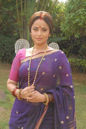 vaishnavi mahant and family - Google Search   Saree, Pearl ...