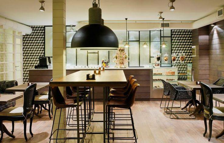 El hotel H10 Conquistador (Tenerife) se suma a la tendencia de estilo industrial para la reforma de su cafetería. ¿Reconocéis los #azulejos del fondo?   Sin duda, una combinación con mucho gusto.  #interiorismo #cerámica #artesanía #estiloindustrial #retro