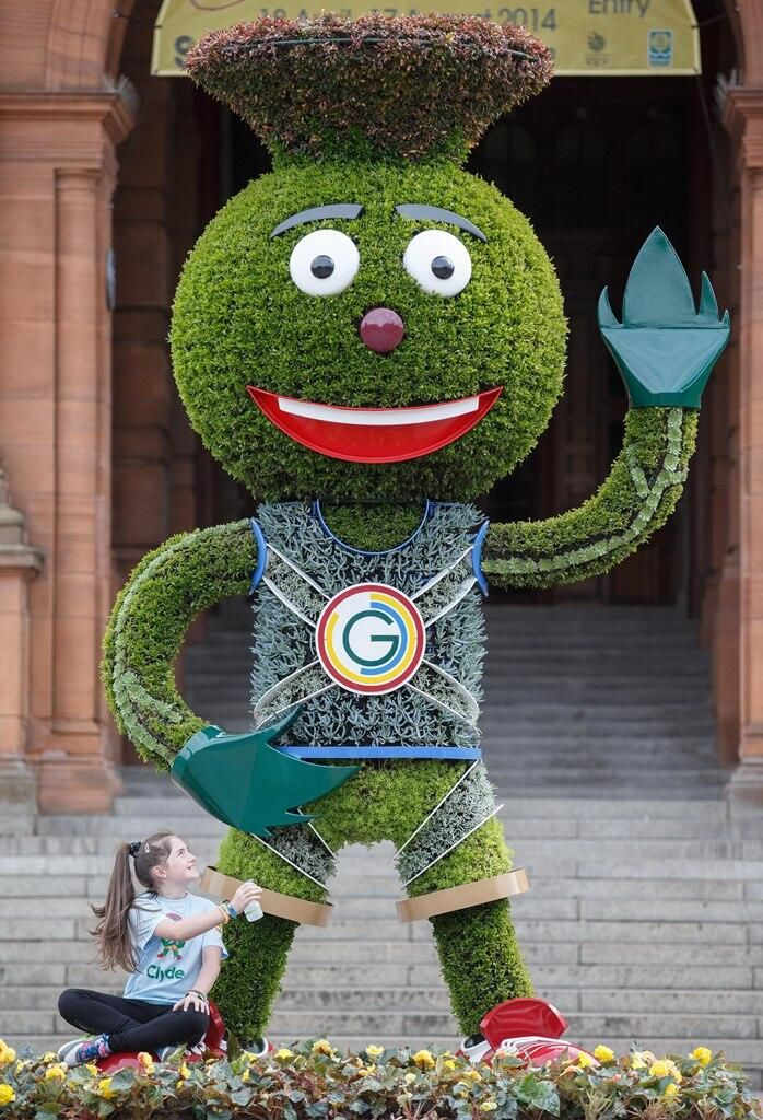 The giant floral sculpture of Clyde mascot outside the Kelvingrove Art Galleries. Lookin' good Glasgow - bring it on! #Glasgow2014