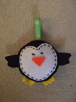 HAND CRAFTED FELT PENGUIN CHRISTMAS DECORATION