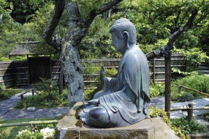 estatua de buda en el jardin de templo zen templo zen. Black Bedroom Furniture Sets. Home Design Ideas