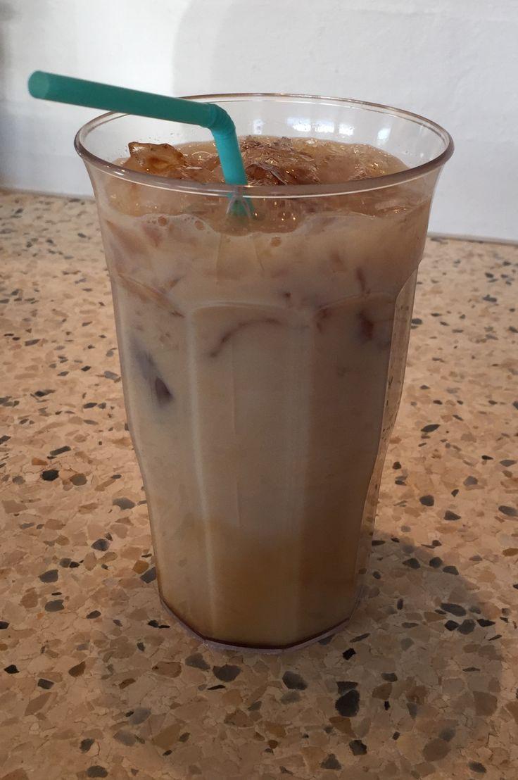 Karamel latte  1 tsk Café Noir, karamel 1/2 tsk flydende Sød Skummetmælk Isterninger