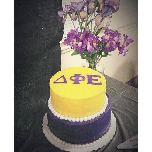 D Phi E cake w/pearls <3