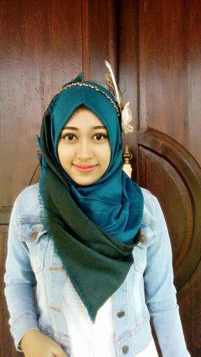 Viscose hijab blue Biru tosca dipadukan hijau warna ini asik banget, gaya santai mu pun menjadi lebih elegant kan..