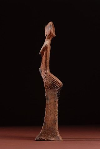 Jomon goddess figure, left side. (Japan's Jomon era: 14,000 BC to about 300 BC)